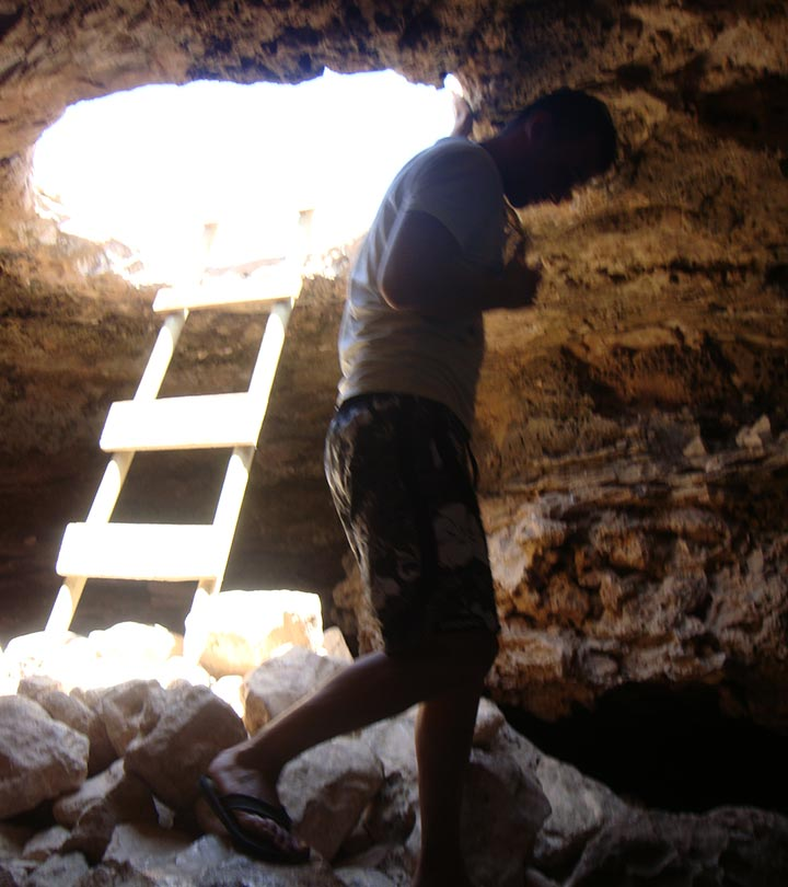 Acceso a la cueva del faro de Formentera