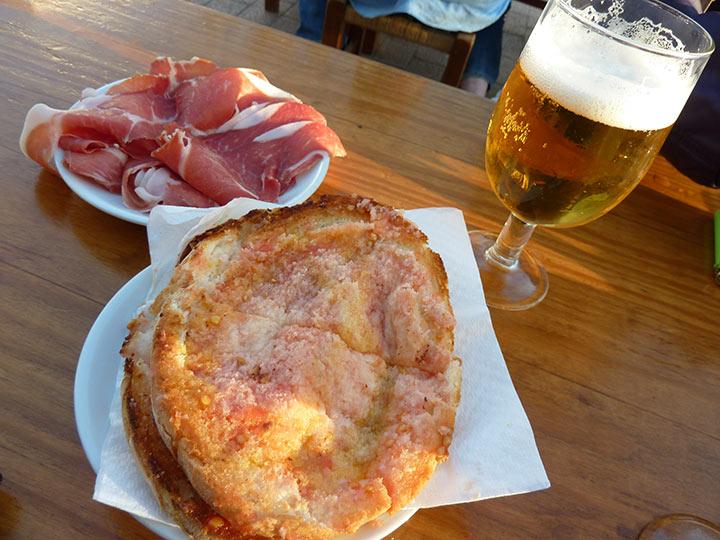 Pan, tomate y jamón en Can Costa Ibiza