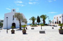 Es Cubells en Ibiza, pueblo con vistas en un acantilado